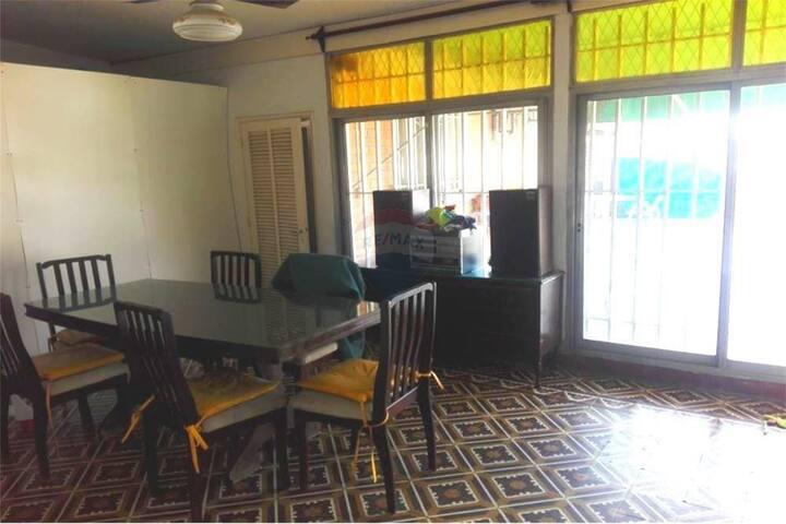 Casona con pileta y habitaciones privadas