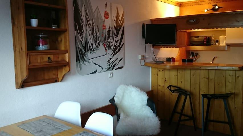 Arcs 1800 Les Lauzieres jolie vue skis aux pieds