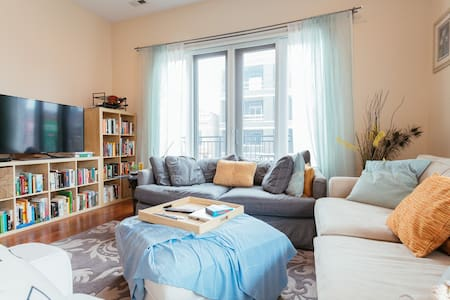 Master Suite and Bathroom in Wicker Park - Chicago - Condominium