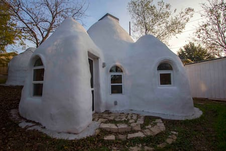 Cozy Earthdome House 10 mins from Downtown Austin - Austin