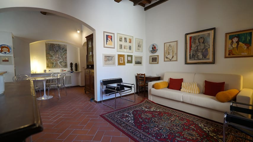 Tuscan Style Apt La Scala in Historical Center