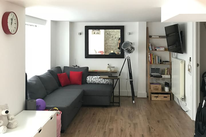 Modern 2 bed Split-level Apartment