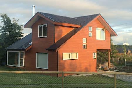 Casa muy acogedora y completamente  Equipada - Puerto Varas - Casa