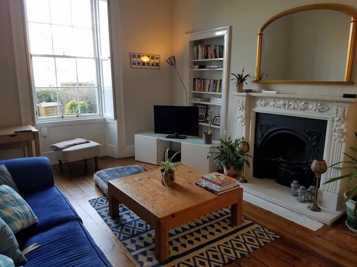 Large, stylish flat in Leith