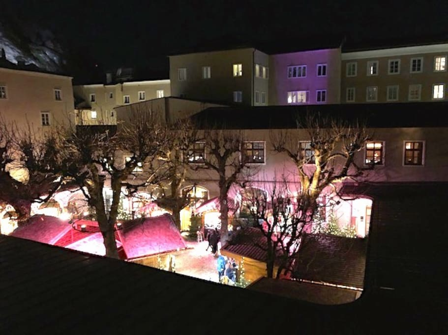 View to the christmas market from Antonia