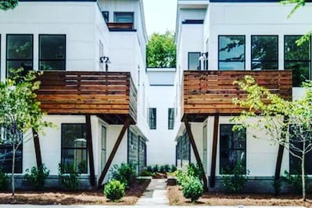 Brand new modern condo with rooftop deck - Nashville