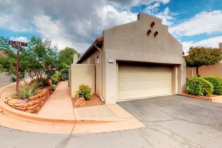 Comfortable Sedona townhouse w/ a shared pool & hot tub - plus free WiFi