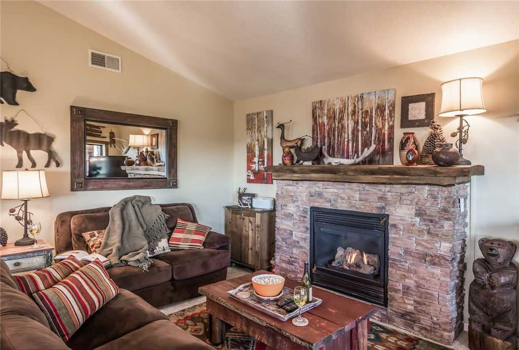 Comfortable Elegance - Sink into the comfortable, beautiful couches and chairs. It's a great place to watch your favorite TV shows or simply have a casual conversation with your guests.
