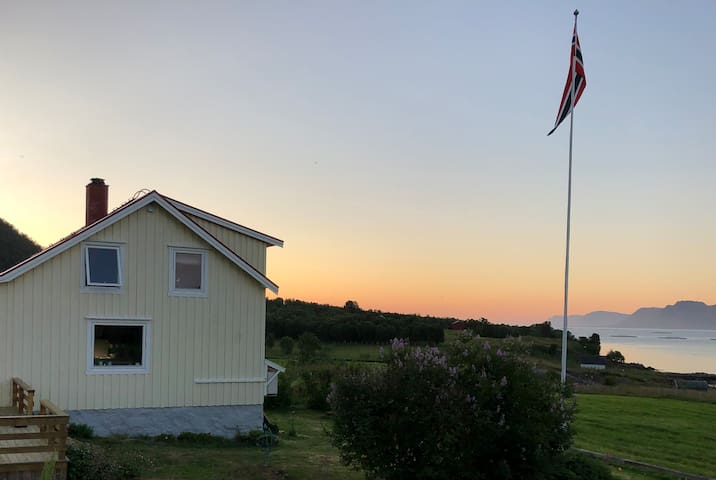 Koselig feriehus på Rødsand i Øksnes, Vesterålen.