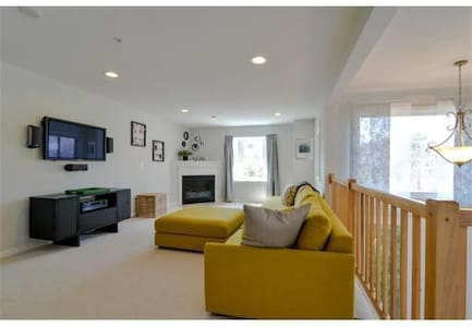 Exquisite and Lovely Private Room in Milford, MA - Milford - Reihenhaus