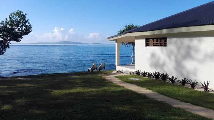 WATERFRONT BUNGALOW-FREE B/FAST & AIRPORT TRANSFER