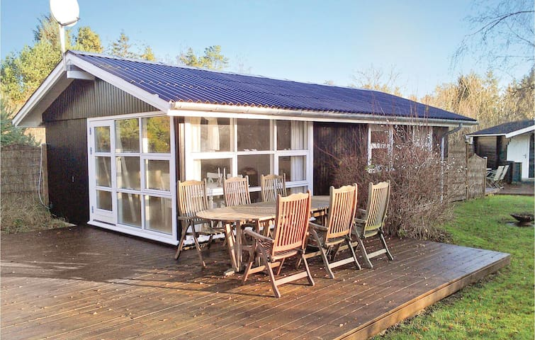 Holiday cottage with 2 bedrooms on 45m² in Hals