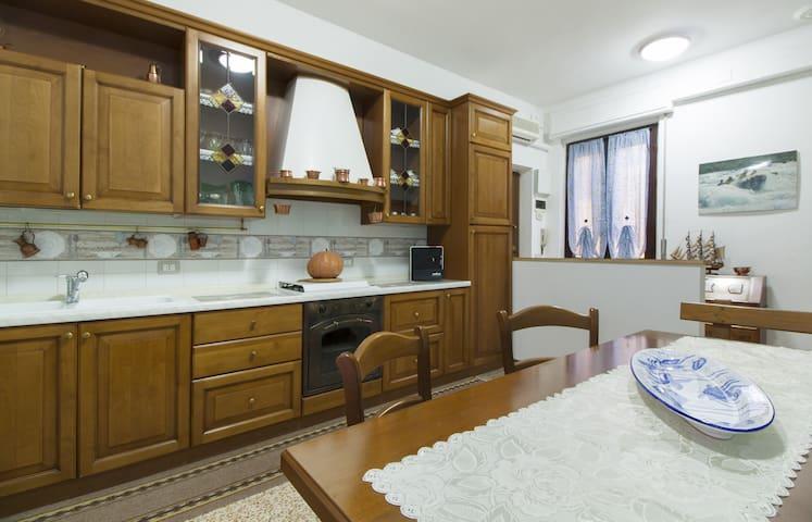 Accogliente appartamento in cascina - Torrazza - Appartement