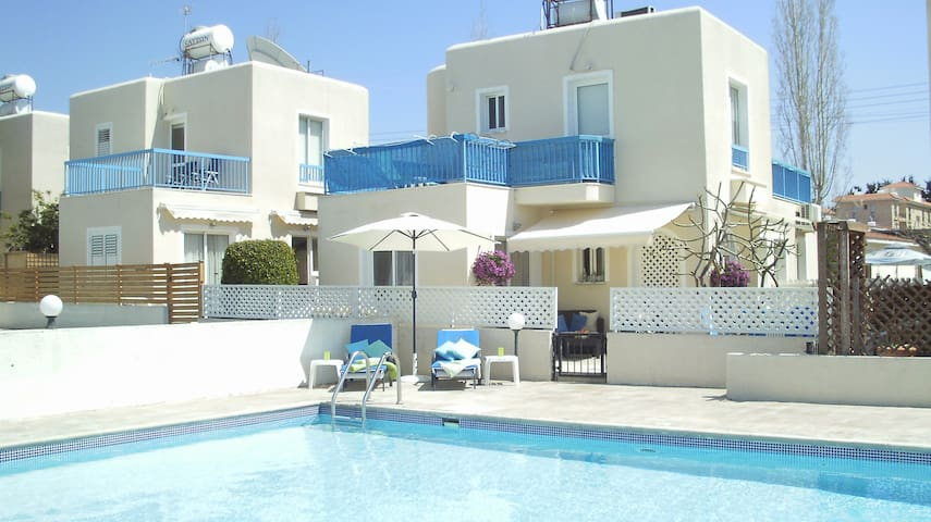 Spacious villa close to amenities - Paphos - บ้าน