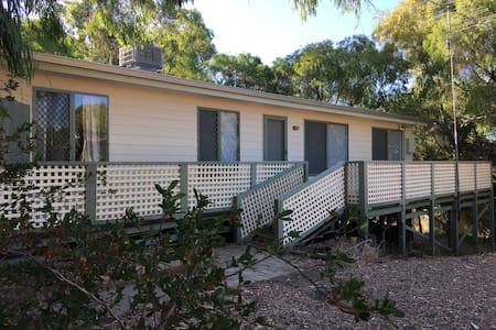 Tuart Cottage ~ Sleeps 10 ~ - Preston Beach