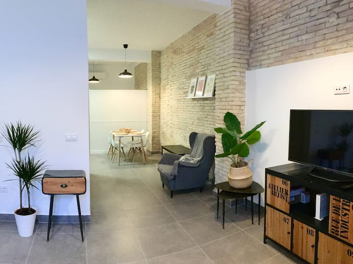 Stylish Loft with terrace close to the Beach. WIFI