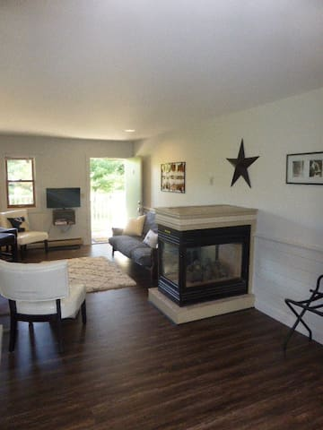 Newly Renovated Apartment right on Mountain Road