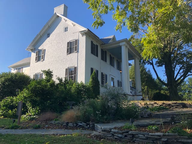 Historic home and farm in Shenandoah Valley