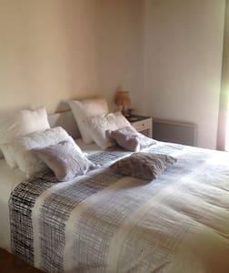 Belle chambre au cœur de la verdure - Saint Julien sur veyle  - Haus