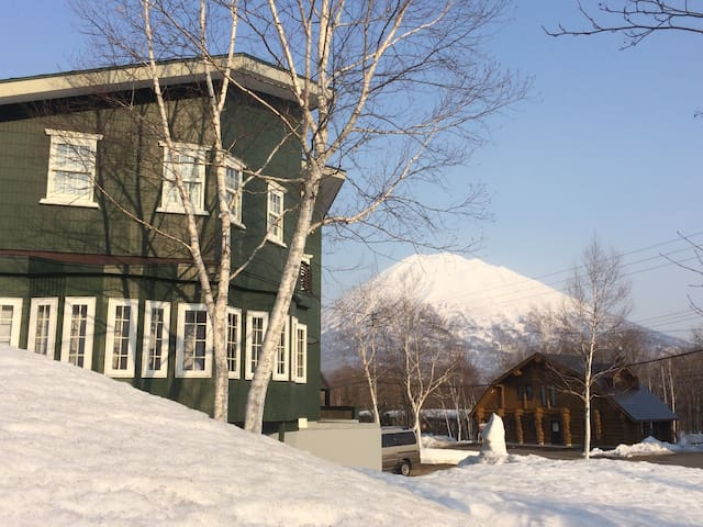 Niseko Club - Twin Room (202)