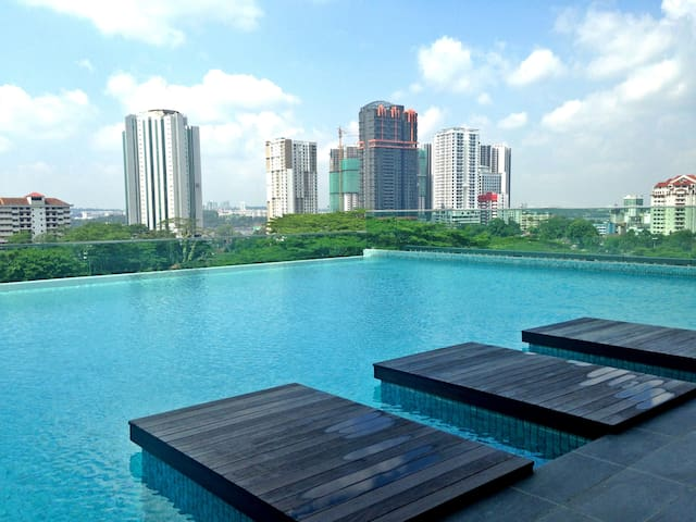 Pristine Suites@CIQ Sea View & Infinity Pool