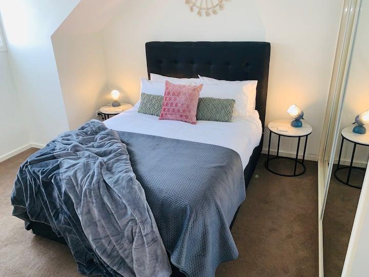 Lux, New House, Sleeps 6, $20 Dinner Card