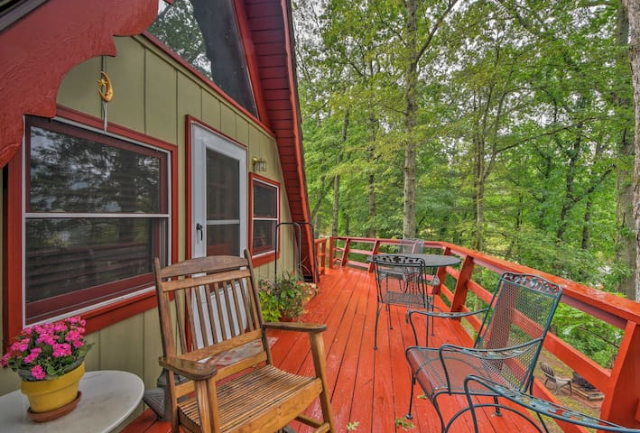 Chalet w/ Deck, Mtn Views, Trout Pond in Dillard!