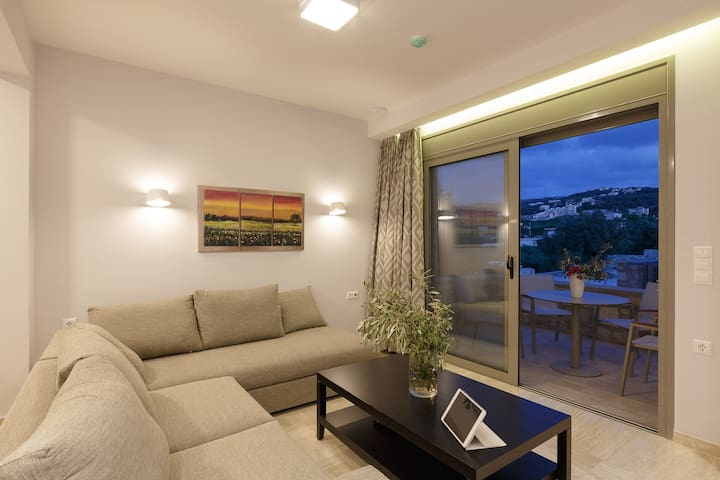 2Bedroom Apartment 2Km from Beach & shared pool