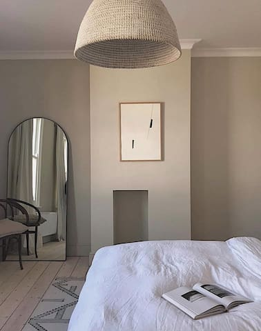 Luxury King Bedroom in Family Townhouse available