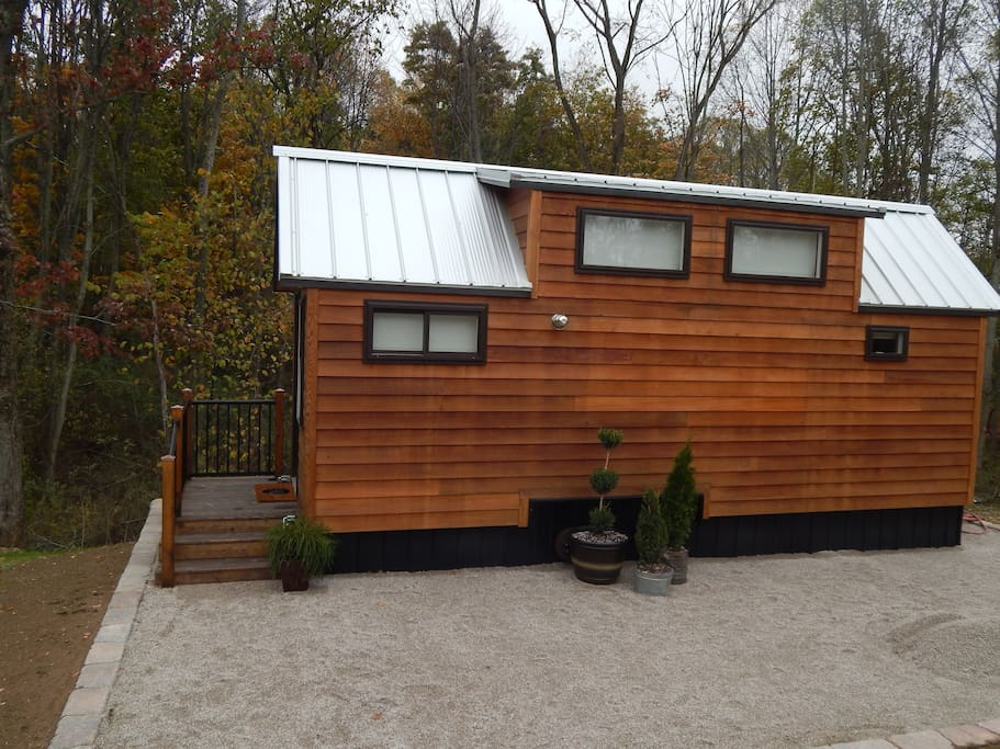 klein haus a tiny home experience tiny houses for rent in navarre ohio united states. Black Bedroom Furniture Sets. Home Design Ideas