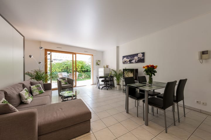 Lovely T2 with private terrasse 100m from lake.