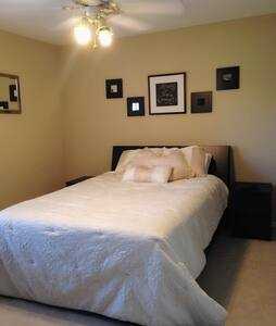 2nd Floor, Bedroom w/ Private Bath - The Woodlands - House