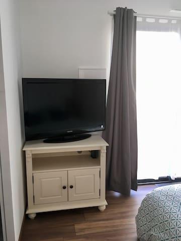 Tv & wifi  + prise ethernet