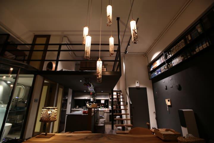 Modern Luxury 1 Bedroom Loft/2 min to Songshan MRT
