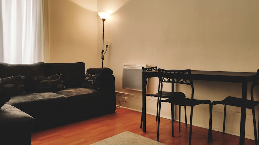 2 Rooms Appart AutoCheck in Paris Center