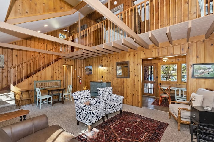 Happy Lake Cottage: Rare Vintage Lakefront with Serene Lake Views and Rustic Charm!