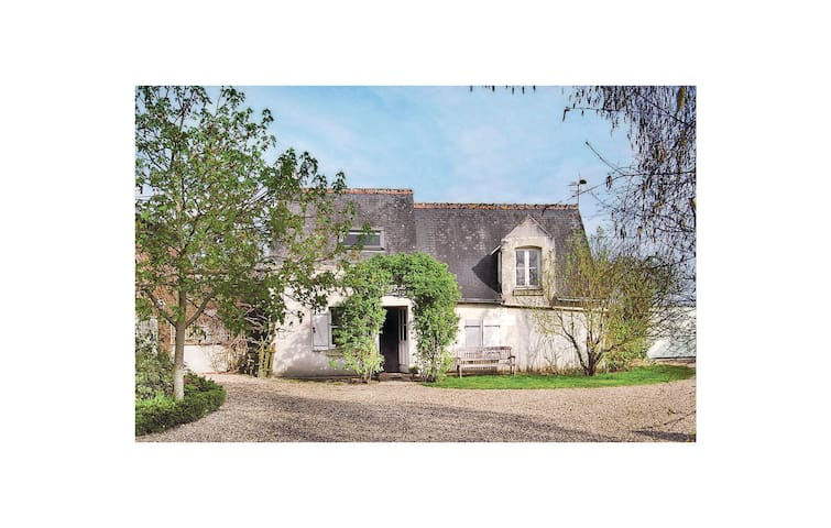Holiday cottage with 1 bedroom on 56m² in Restigne