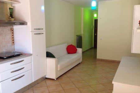Appartamento Sughereta - Pomezia (Roma) - Lägenhet