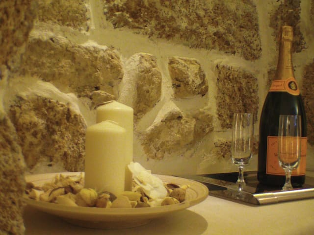 Una Grotta dove poter riposare in assoluto relax - Mesagne - Bed & Breakfast