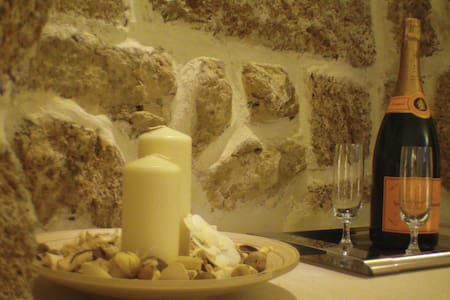 Una Grotta dove poter riposare in assoluto relax - Mesagne - ที่พักพร้อมอาหารเช้า