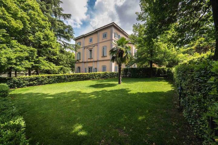 Appartamento in Villa d'Epoca.