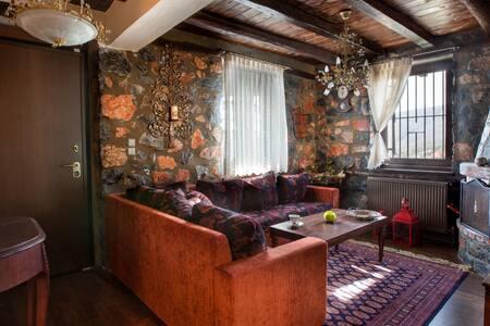 Πέτρινο ζεστό διαμέρισμα K στον παλιό Α.Αθανάσιο