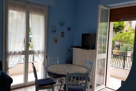A blue house - Spotorno - Nyaraló