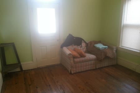 Private Room w/ Balcony near Downtown Lanc. - Lancaster