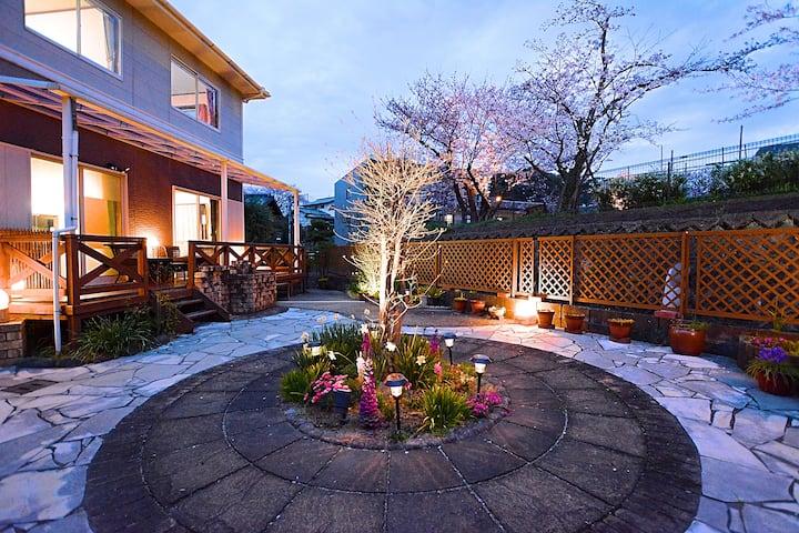 SAKURA Cottage with Garden / 4 bedrooms free WIFI