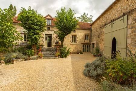 Stunning restored house, sleeps 8 with heated pool