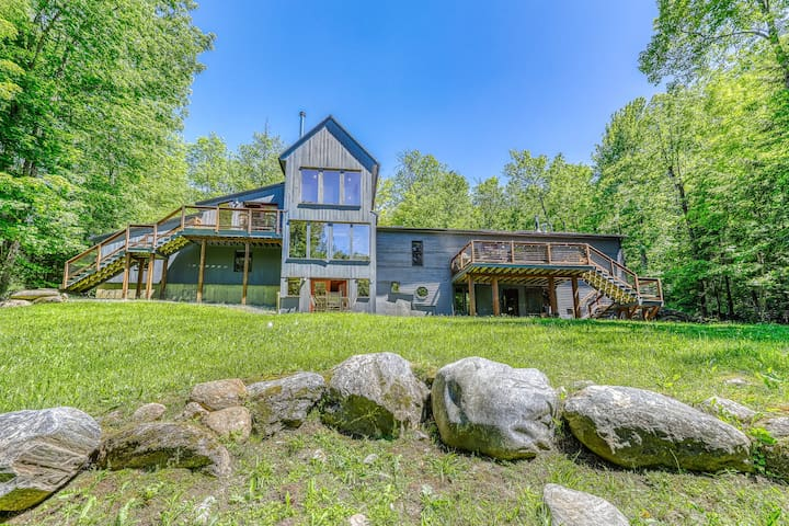 Beautiful, modern home w/ a spacious deck, pool table, & multiple fireplaces