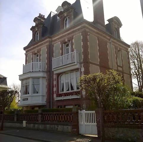 Grande villa proche plage