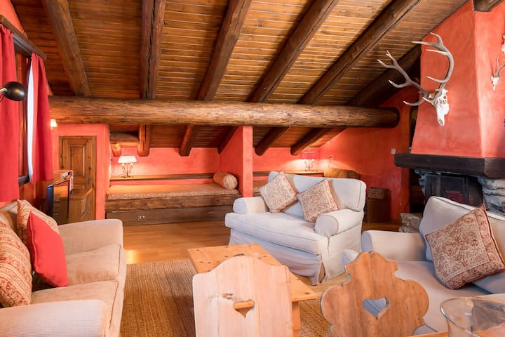 A charming apartment nestled in the lovely La Punt Chamues-ch village, only 15 minutes away from St. Moritz. Ideal for nature lovers