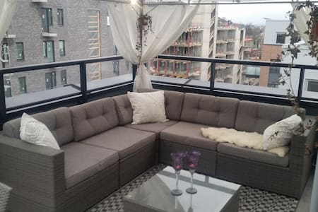 AMAZING PENTHOUSE - FREE PRIVATE PARKING! - Oslo - Lejlighed